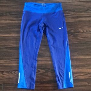 Nike Dri-Fit carpi workout leggings